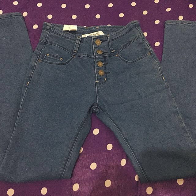 全新排扣高腰牛仔長褲 我變胖了