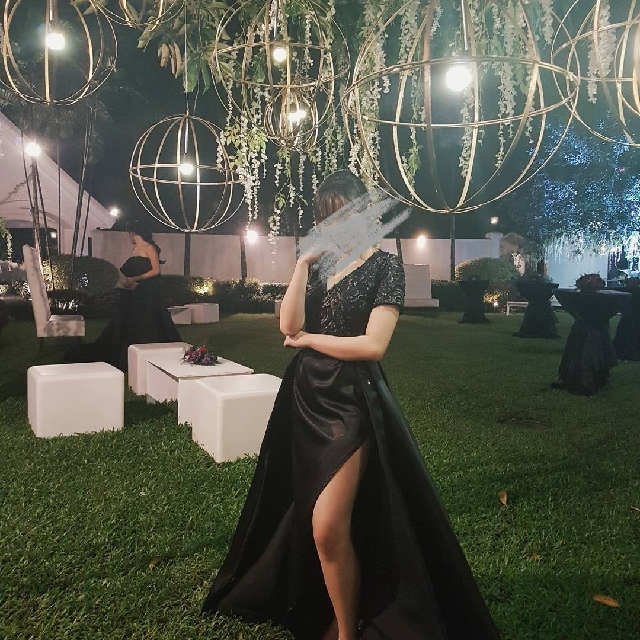 BLACK GOWN FOR RENT! 🖤 (used once only)