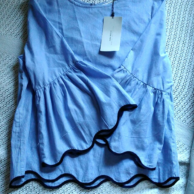 Blue shirt with scalloped hem