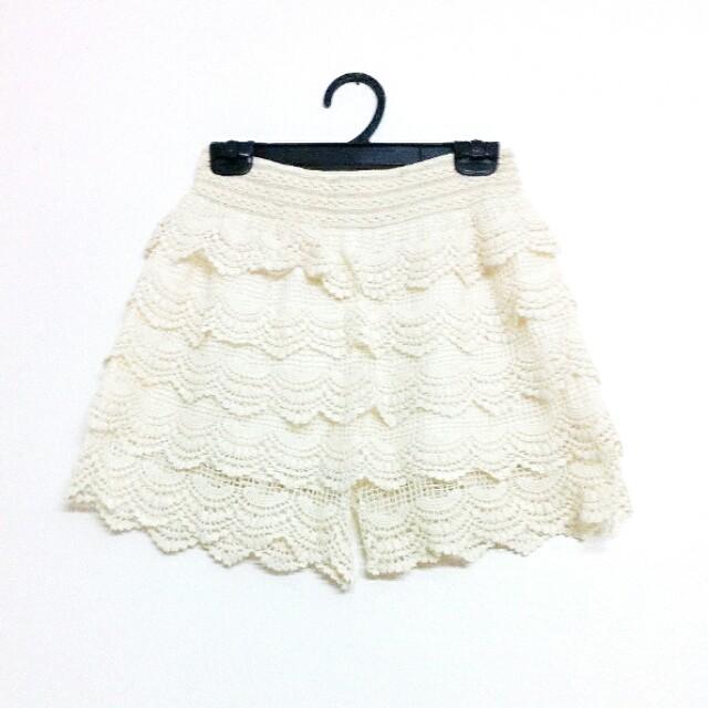 [PL] Laced Scallop Beige Shorts