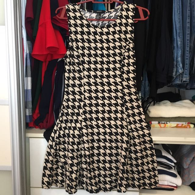 FORVER21 Black & White printed dress