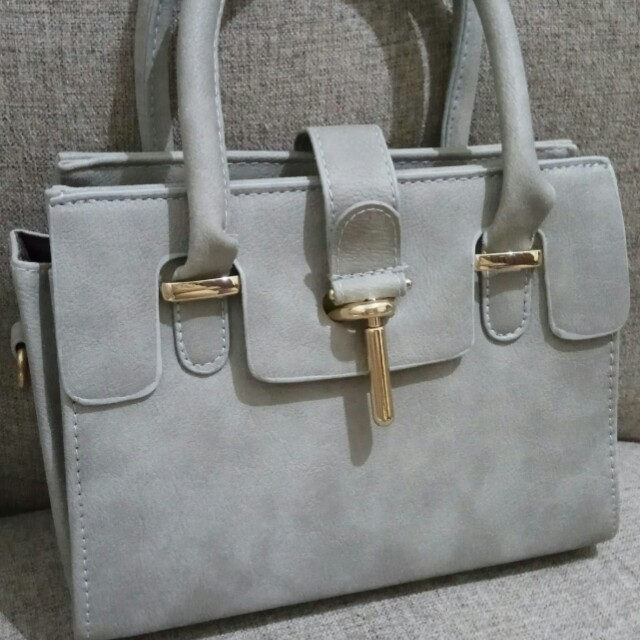 Grey hand bag with sling