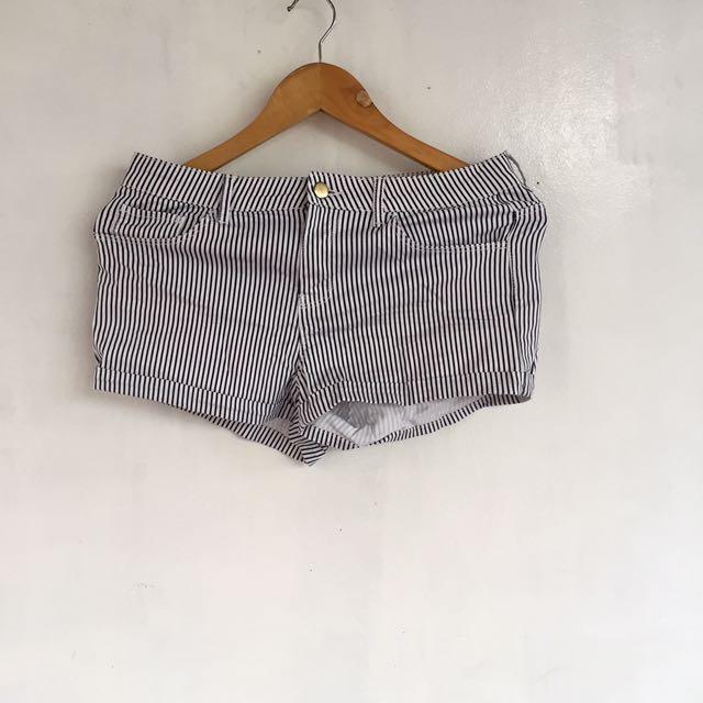 HM stripes shorts