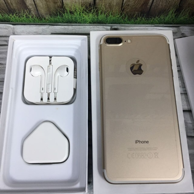iPhone 7 plus 32GB Gold Super Mulus masih garansi inter singapore ZP ( ITC Cempaka Mas )
