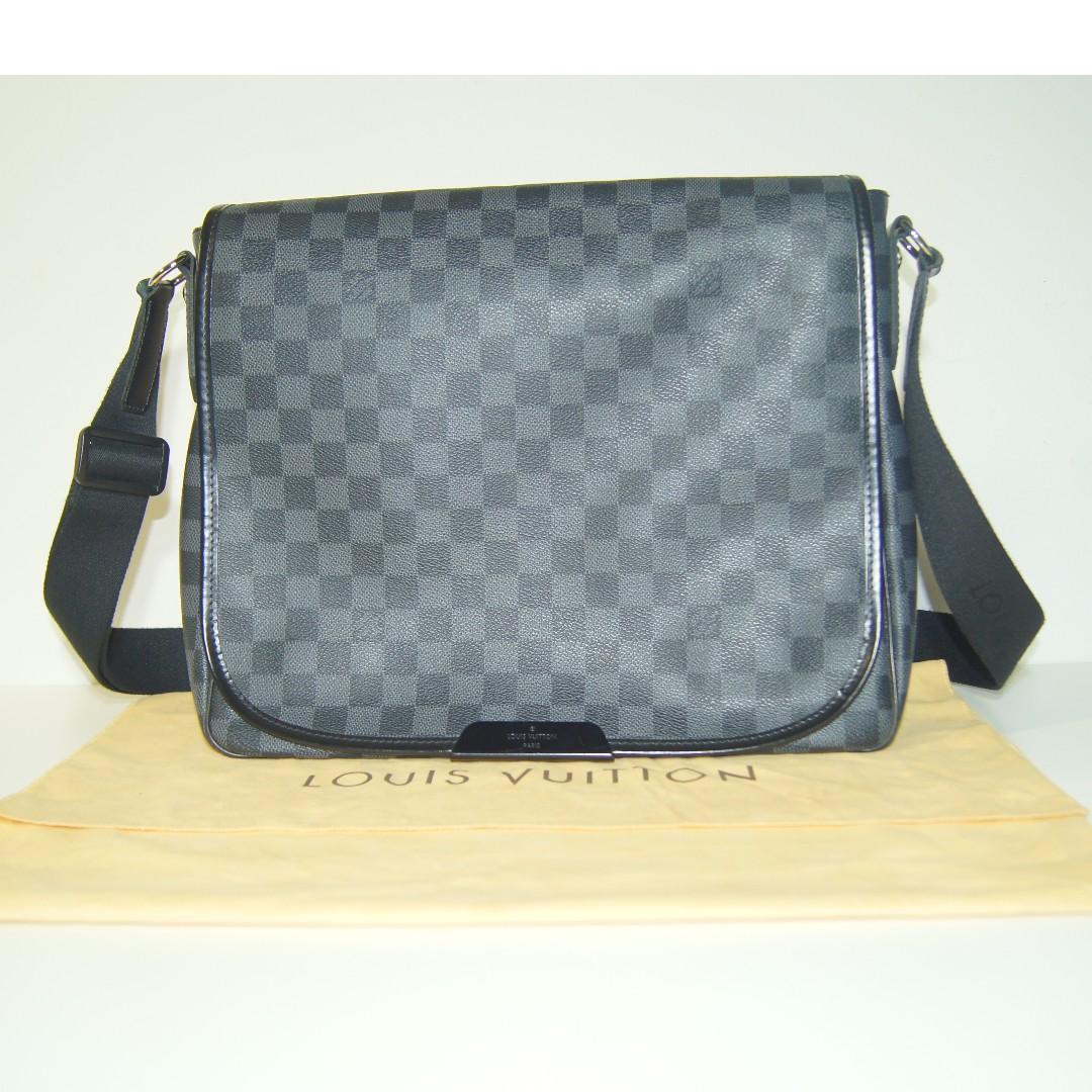 9482ba436d637 ... Louis Vuitton Monogram Canvas Reporter GM Messenger Bag photo photo .