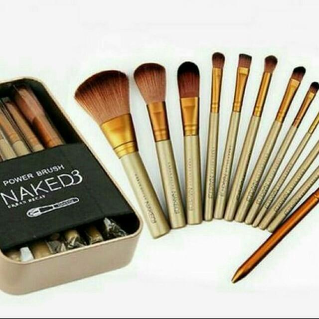 Naked 3 Makeup Brushes