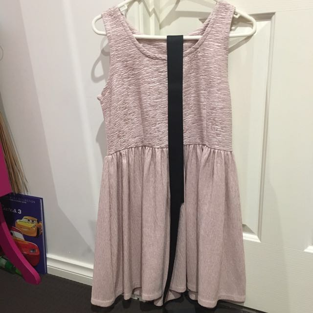 Preowned dress with belt all size