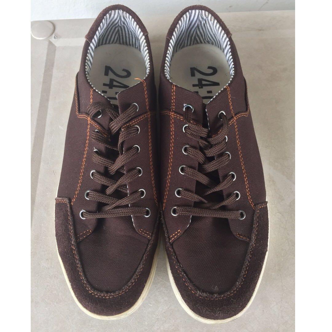 Used 24.01 Walking Sneakers