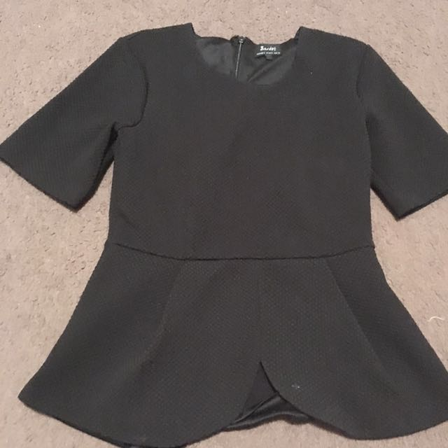 Women's size 6- black peplum fitted top - bardot