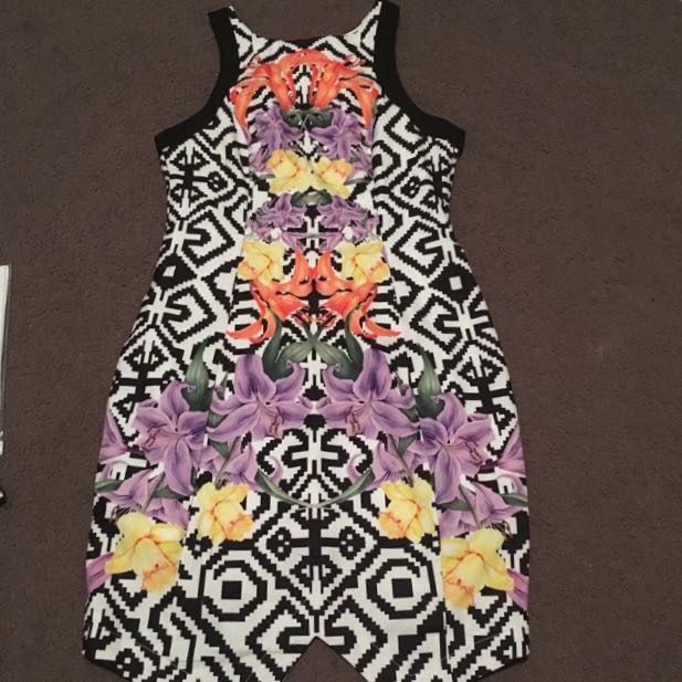 Women's size 6 floral mini dress - ally fashion