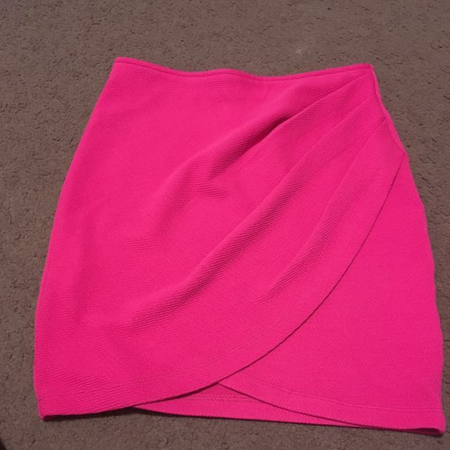 Women's size 8 hot pink miniskirt - tiger most
