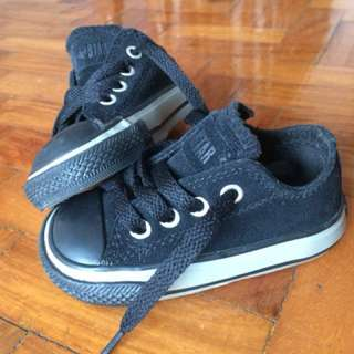 Pre-loved Converse baby shoes black