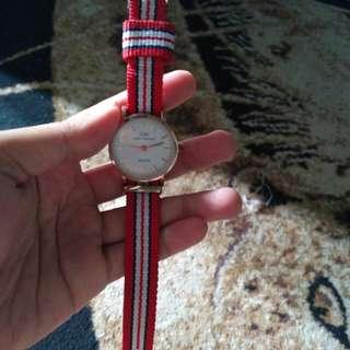 Jam tangan merah daniel watington