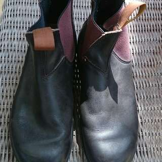 Blundstones pullon brown fits size 9 wns