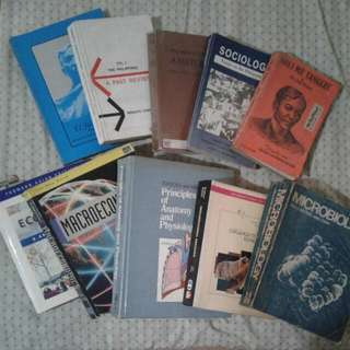 Assorted textbooks for business & biology courses & others PRE LOVED