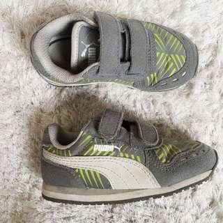 Puma shoes (Cabana Racer Geofetti V Kids)