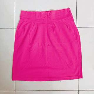 PINK mini skirt (span)