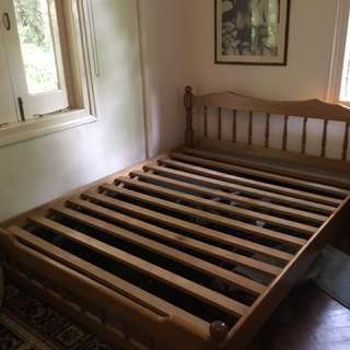 Bed frame queen size