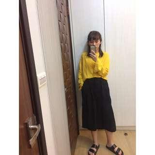 鵝黃色寬袖上衣