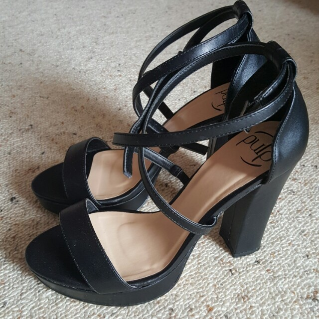 Black heels -pulp