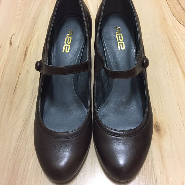 BROWN LEATHER HEELS (Size 38) **NEW**