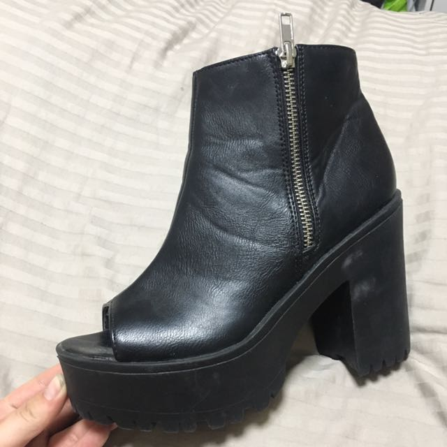 City beach Chelsea boots