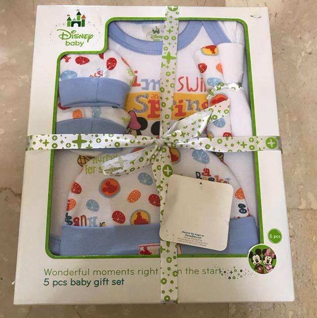 013af1179 Disney Baby 5 piece baby gift set