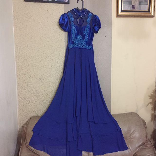 Gaun pesta tali belakang