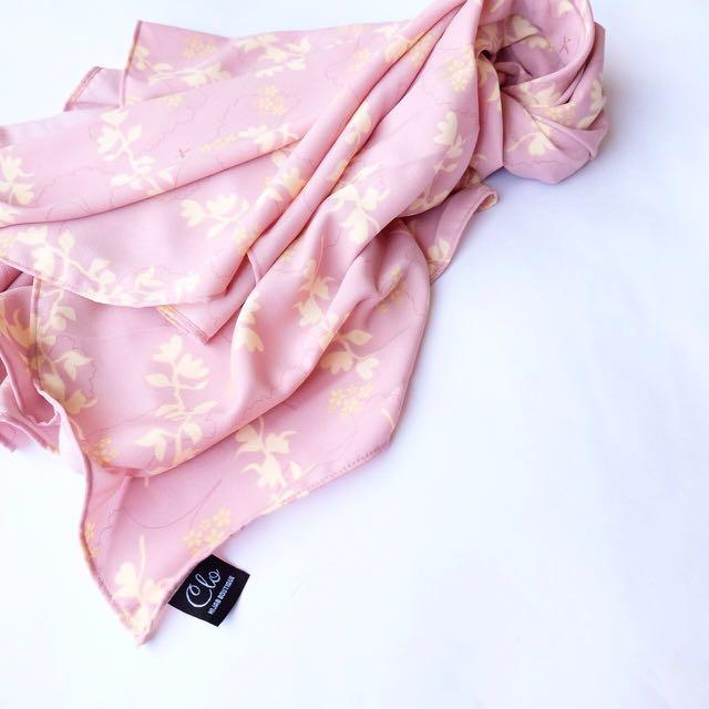 Hijab motif segiempat