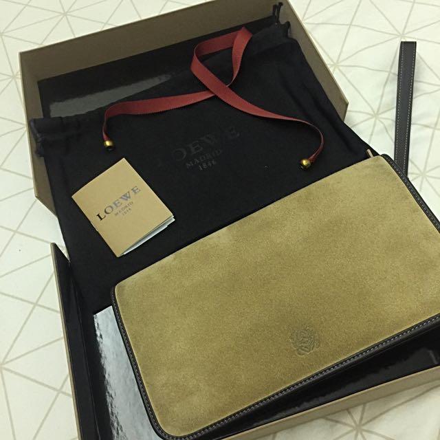Loewe 羅威 Oro 麂皮 經典手拿包