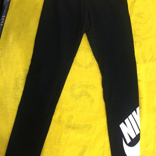 全新。Nike 大童 合身 運動7分褲 s號