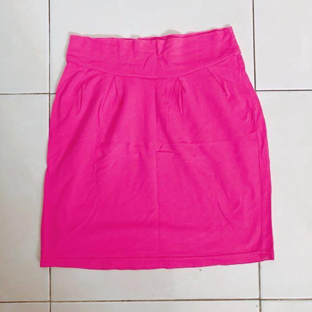 PINK mini skirt (span)