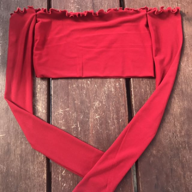 Red long sleeve crop