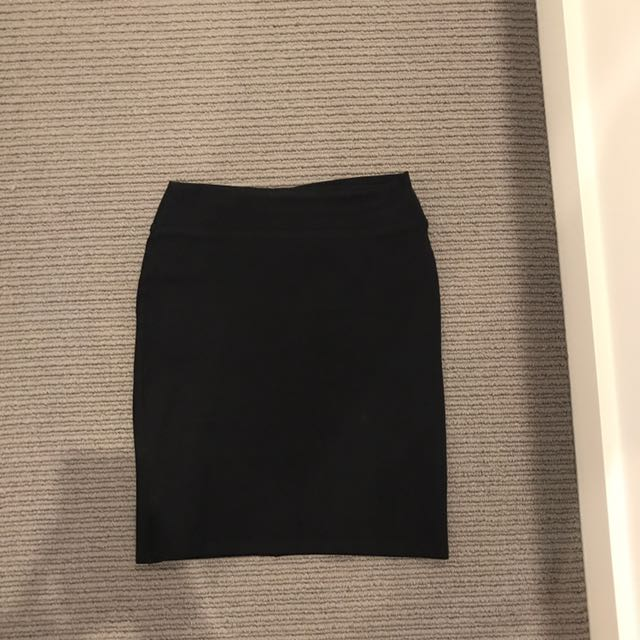 Review ponte black skirt size 8