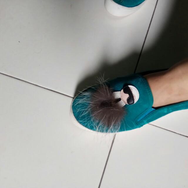 Sepatu fendi lucu