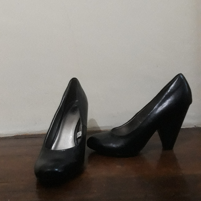Size 7 Mossimo Black Leather Closed Toe Heels