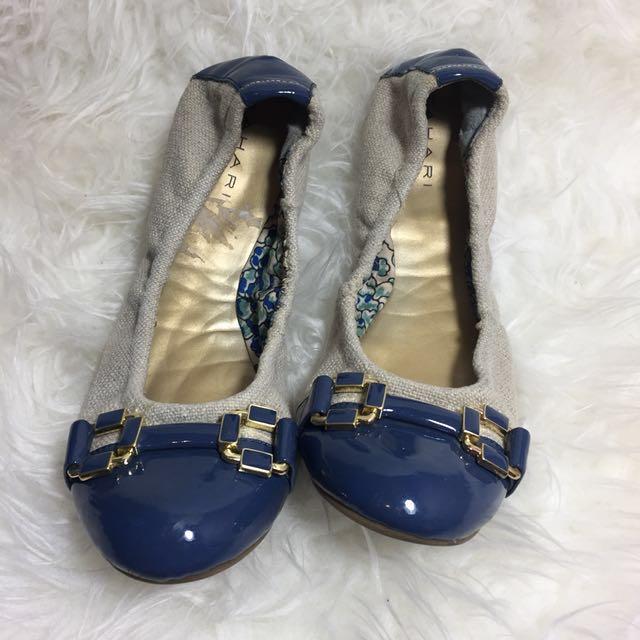 TAHARI Blue Gloria Cap Toe Size 6