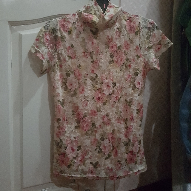 Turtle neck floral vintage top