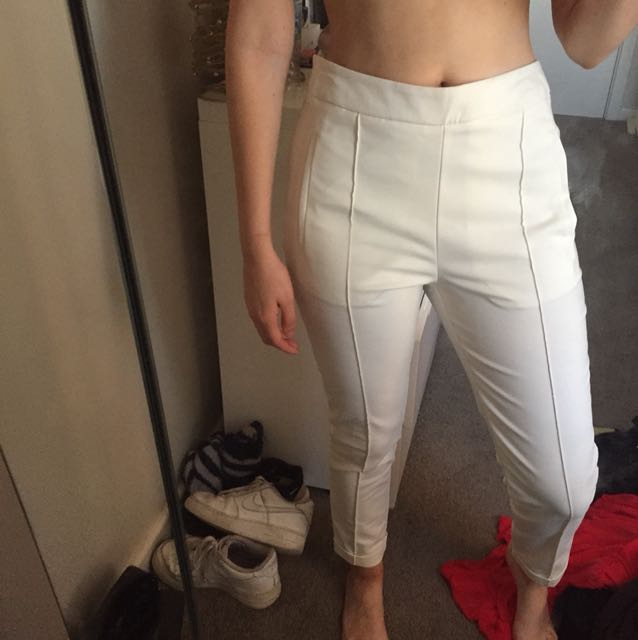 White fitted trousers