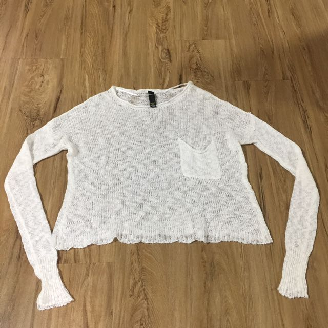 White knitted crop