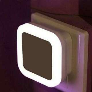 【LED光控感應插電小夜燈 】