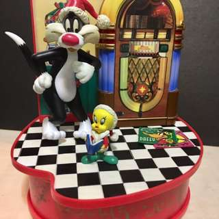 1997 Looney toons wind up moving music box
