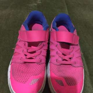 Sepatu Nike anak size 33.5