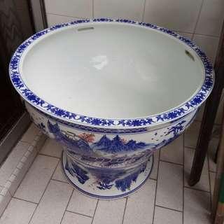 Porcelain basin for goldfish