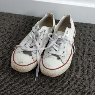 white lowcut converses