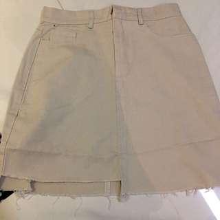 全新🔥不規則米白色高腰破損風短裙/A字裙