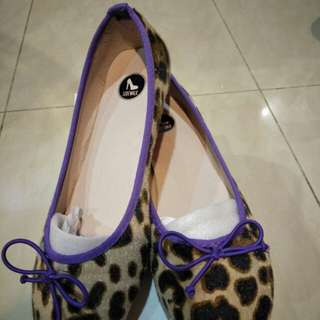 BNIB Leopard prints with purple lining flats