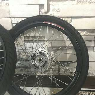 seven speed black rim with michelin tyre