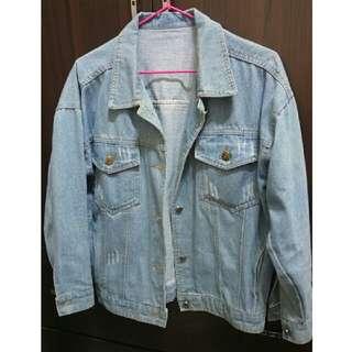 淺藍色牛仔外套