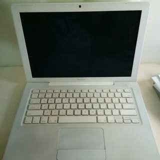 Apple macbook macintosh white 13inch